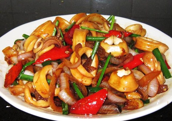 Dark Soy Sauce Squids with Onion recipe