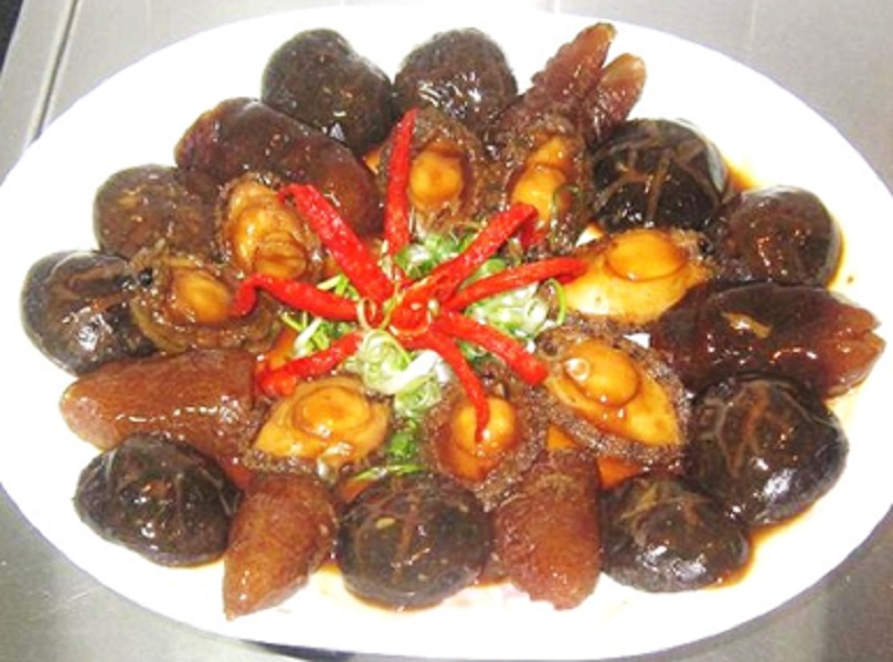 braised_abalone_sea_cucumber_and_mushrooms_recipe