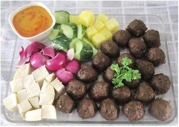 Satay Beef Balls With Peanut Sauce